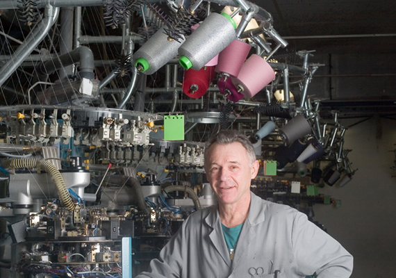 Gérard au tricotage: Des machines assez indépendantes